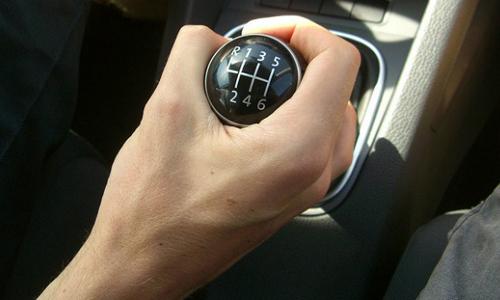 Học lái xe ô tô số sàn đúng cách