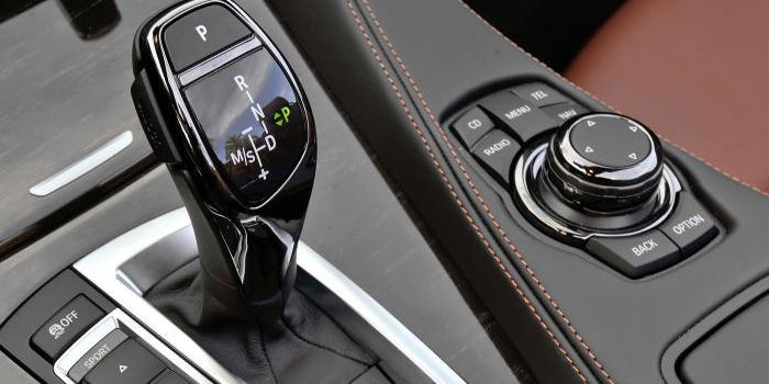 Học lái xe ô tô số tự động đúng cách