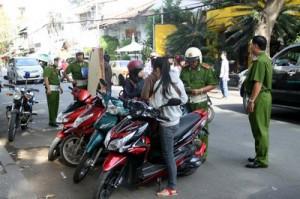 Cảnh sát trật tự xử lý vi phạm giao thông