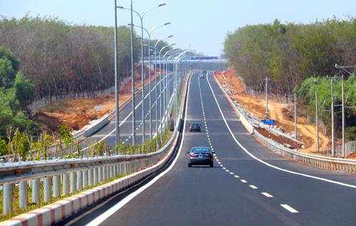 [Đường cao tốc] Khi tài xế Việt chạy cao tốc kiểu 'rùa bò' 3692