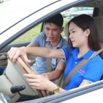 Những tình huống khó đỡ khi phụ nữ học bằng lái xe ô tô b2