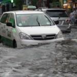 Kinh nghiệm lái xe ô tô dưới trời mưa và ngập lớn tại tphcm
