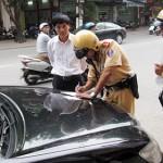 Người lái ô tô phải mở tài khoản ngân hàng để trừ tiền phạt vi phạm giao thông
