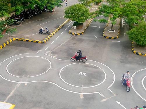 thi bằng lái xe máy hóc môn