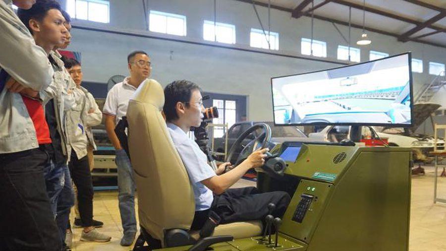 Học lái xe với thiết bị mô phỏng